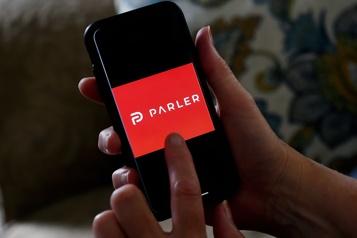 Une juge américaine rejette la demande de Parler d'être rebranché par Amazon)