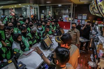 COVID-19 en Indonésie Le groupe de k-pop BTS cause la fermeture de 13McDo)
