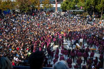 Kanye West surprend des milliers d'élèves avec sa messe musicale