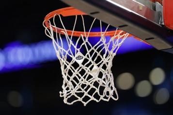 Un homme noir tué par la police, le match Timberwolves-Nets reporté)