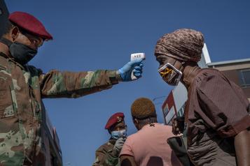 Afrique du Sud: vente d'alcool autorisée et levée du couvre-feu dès le 1erjuin)