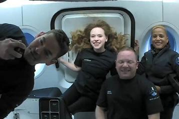 MissionInspiration4 Les passagers de SpaceX partagent leur vie dans l'espace en direct)
