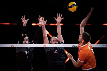 Volleyball Le Canada s'impose facilement contre les Pays-Bas)