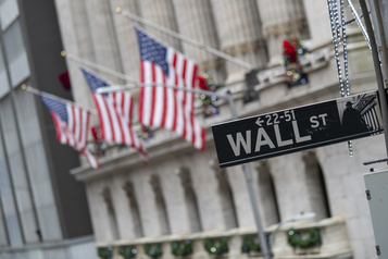 Les bourses nord-américaines voient rouge dans un climat d'incertitudes)