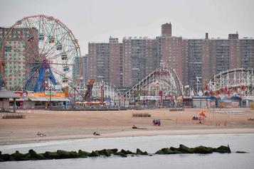 Coney Island désertée par les visiteurs)