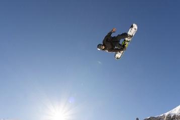 Surf des neiges Francis Jobin au pied du podium en Suisse)