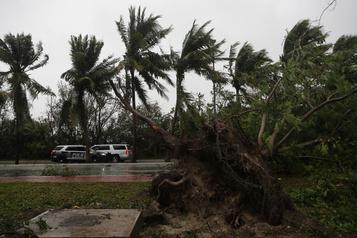 L'ouragan Delta s'éloigne du Mexique en direction des États-Unis)