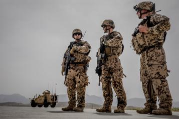 Les alliés de l'OTAN commenceront leur retrait d'Afghanistan le 1ermai )
