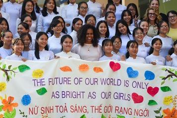 Michelle Obama au Vietnam pour encourager l'éducation des adolescentes
