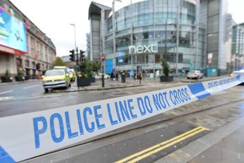 Attaque au couteau de Manchester: le suspect arrêté pour terrorisme