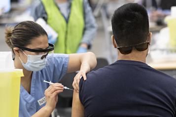 Au tour des Québécois de 18ans et plus de pouvoir se faire vacciner)