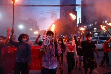 La Birmanie célèbre timidement l'anniversaire des six mois du coup d'État)