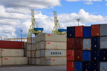 Les débardeurs du Port de Montréal envoient un avis de grève)