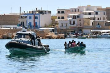 «Flux exceptionnel» de migrants avec la COVID-19, estime le gouvernement italien)