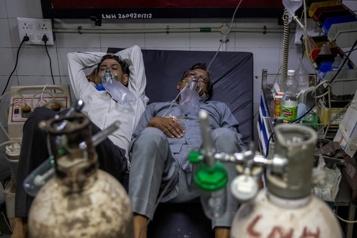 COVID-19 en Inde Les hôpitaux submergés et en manque d'oxygène)