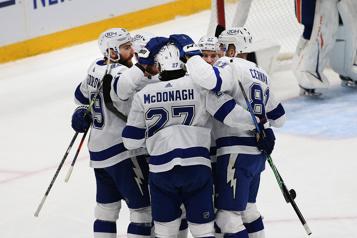 Le Lightning prend les devants dans la série en défaisant les Islanders 2-1)