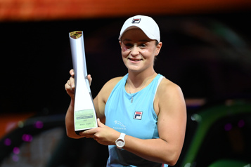 Ashleigh Barty remporte le tournoi de Stuttgart)