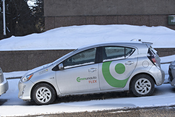 Autopartage: projet-pilote devant les parcomètres de Montréal
