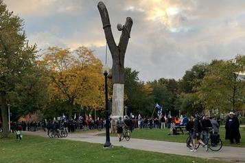 Manifestation antimasque  Quelques centaines de personnes se sont réunies au parc La Fontaine)