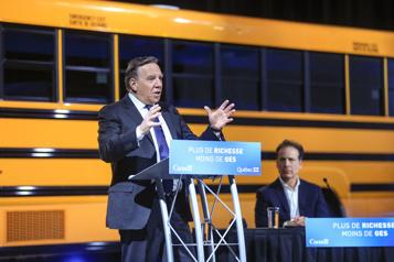 Subvention d'autobus scolaires électriques Québec accusé de favoritisme envers Lion)