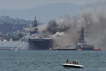 Un incendie à bord d'un navire militaire en Californie fait au moins 21blessés)
