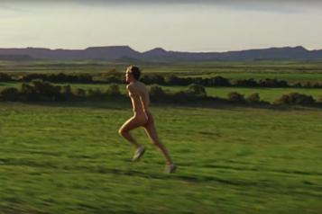 Aliocha court nu dans un nouveau clip