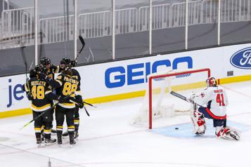 Les Bruins défont les Capitals 5-1)