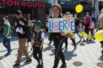 Montréal Des parents manifestent contre les mesures sanitaires à l'école)