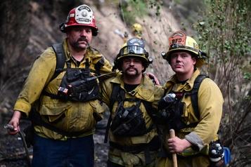 Californie Des pompiers découragés face à des incendies sans fin)