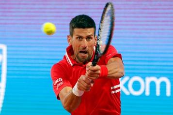 Aslan Karatsev surprend Novak Djokovic à Belgrade)