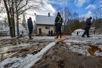 Inondations Québec vient en aide aux sinistrés)