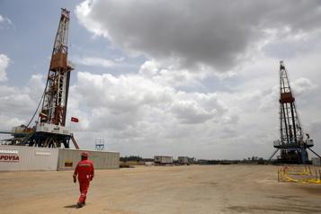 Le pétrole recule après de nouveaux sommets)