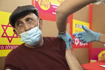 Israël lance la campagne de vaccination des Palestiniens ayant un permis de travail)