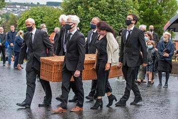 Les obsèques de John Hume célébrées en Irlande du Nord)