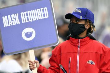 NFL Les protocoles concernant le port du masque sur les lignes de côté élargis)