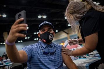 L'égoportrait de vaccination, nouvelle mode sur les réseaux sociaux)