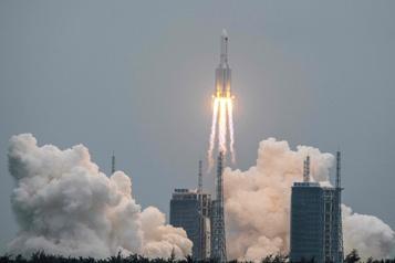 Une partie de la fusée chinoise se désintègre au-dessus de l'océan Indien)