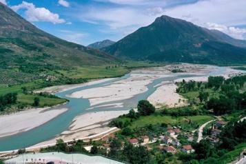 Le combat des Albanais pour l'un des derniers fleuves sauvages d'Europe)