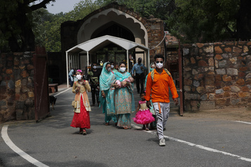 COVID-19: l'Inde passe la barre des 20000 morts)
