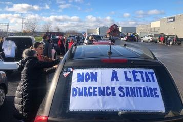 Des convois contre les mesures sanitaires convergent vers Québec)