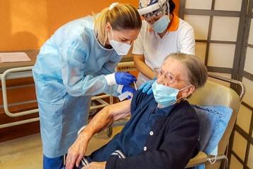 COVID-19 Une Italienne vaccinée à 108ans)