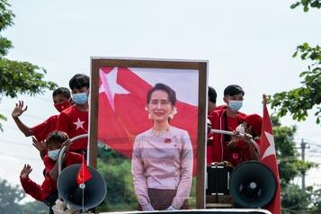 Les États-Unis exhortent la Birmanie à la tenue d'élections transparentes)