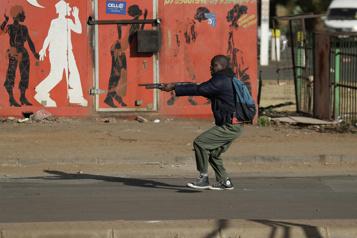 Violences en Afrique du Sud Le bilan atteint maintenant 337morts, dit le gouvernement)