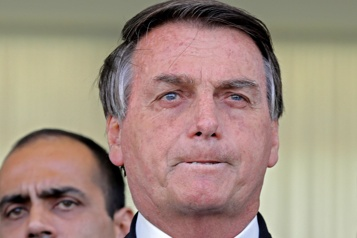 Brésil Bolsonaro pressé d'en faire plus avant le sommet du climat)