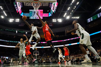 Les Bucks battent les Raptors115-105