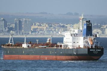 L'attaque d'un pétrolier au large d'Oman fait deux morts)