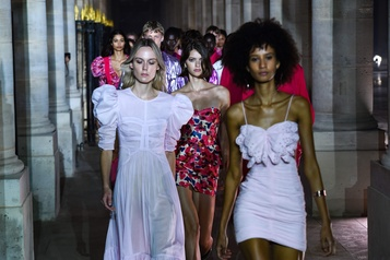 Fashion Week de Paris Isabel Marant voit la vie en rose)