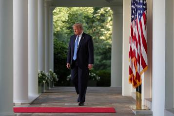 Primes russes: la Maison-Blanche assure que Trump lit les notes qu'il reçoit)