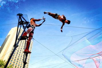 Deux artistes de cirque sur trois envisagent une transition de carrière)