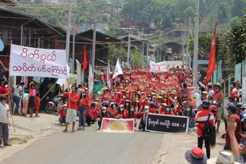 Birmanie L'armée tire sur une manifestation de soignants)